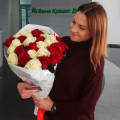 White and red roses with delivery at Gonchara str Dnipro