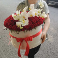 Big hatbox with orhids and roses