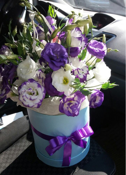 Flower mix in a hat box