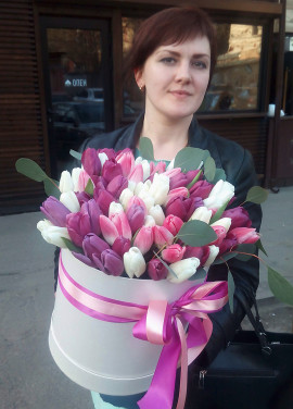 75 tulips in a hat box