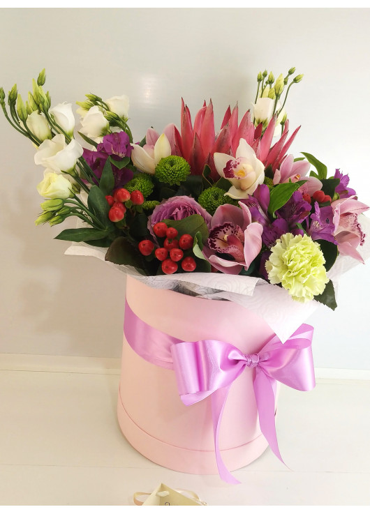 Bright Flower mix in a hat box