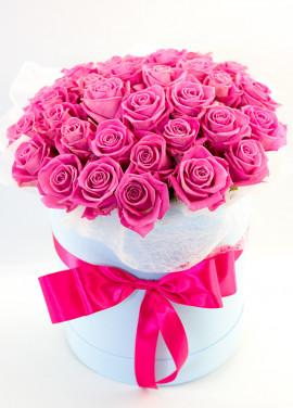 Pink roses in a hatbox