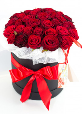 35 roses in a hatbox