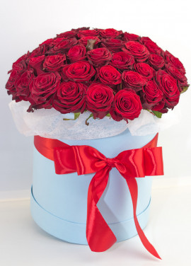 51 roses in a hatbox