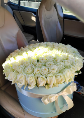 101 roses in a hatbox