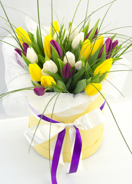 25 yellow tulips in a hat box