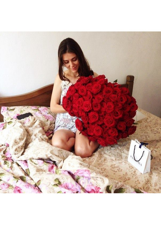 Red roses by pieces