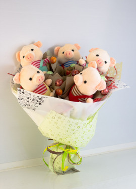 Bouquet from toys Sweet Pigs